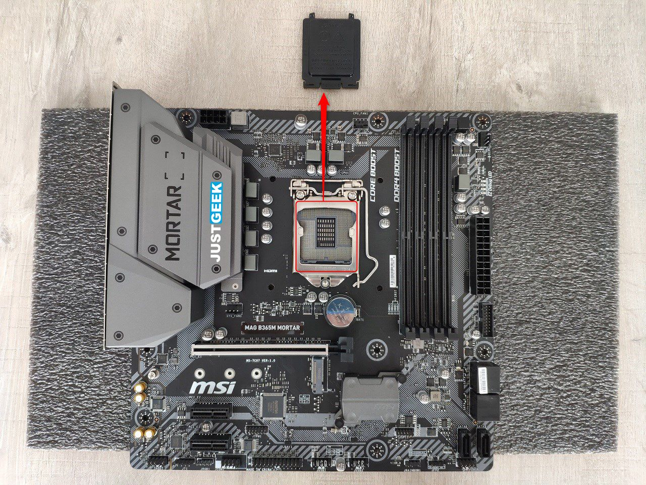 Tutoriel montage PC : extraction du cache de protection du socket de la carte-mère