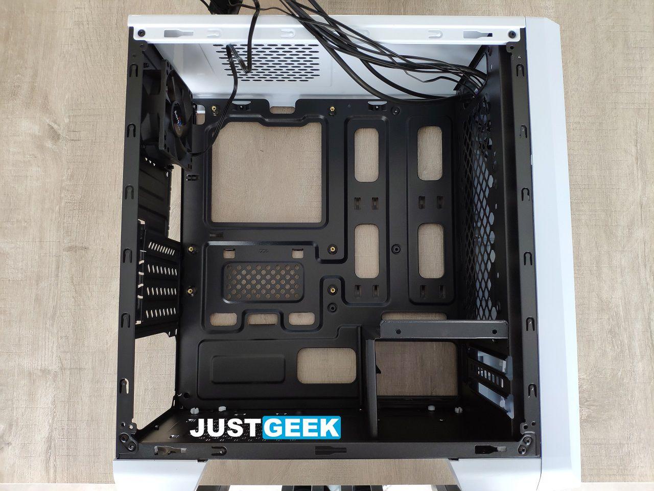 Tutoriel montage PC : Démonter les panneaux latéraux du boîtier PC