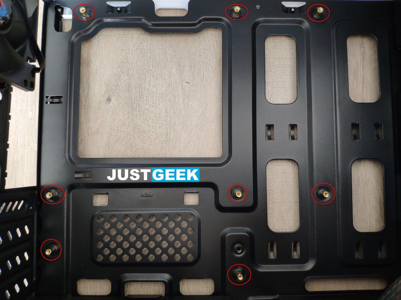 Tutoriel montage PC : Vérifier les entretoises du boîtier PC
