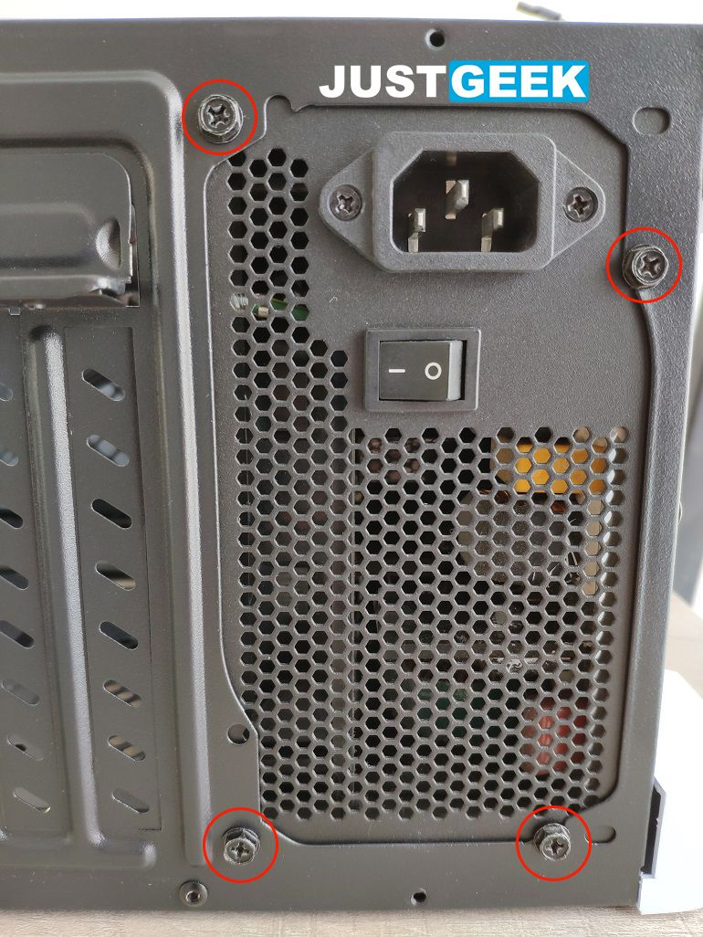 Tutoriel montage PC : Fixer le bloc d'alimentation PC