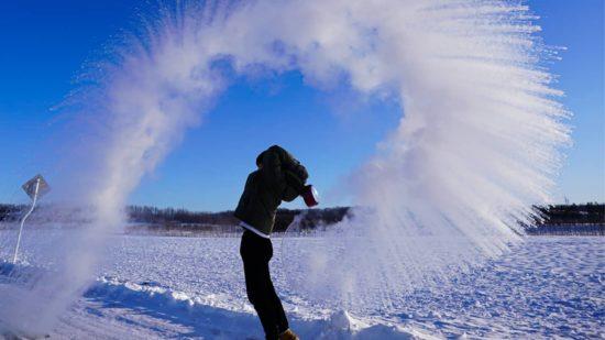Effet Mpemba : l'eau chaude gèle plus vite que l'eau froide